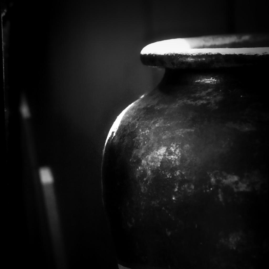 Vase in a Corner by mzzhope