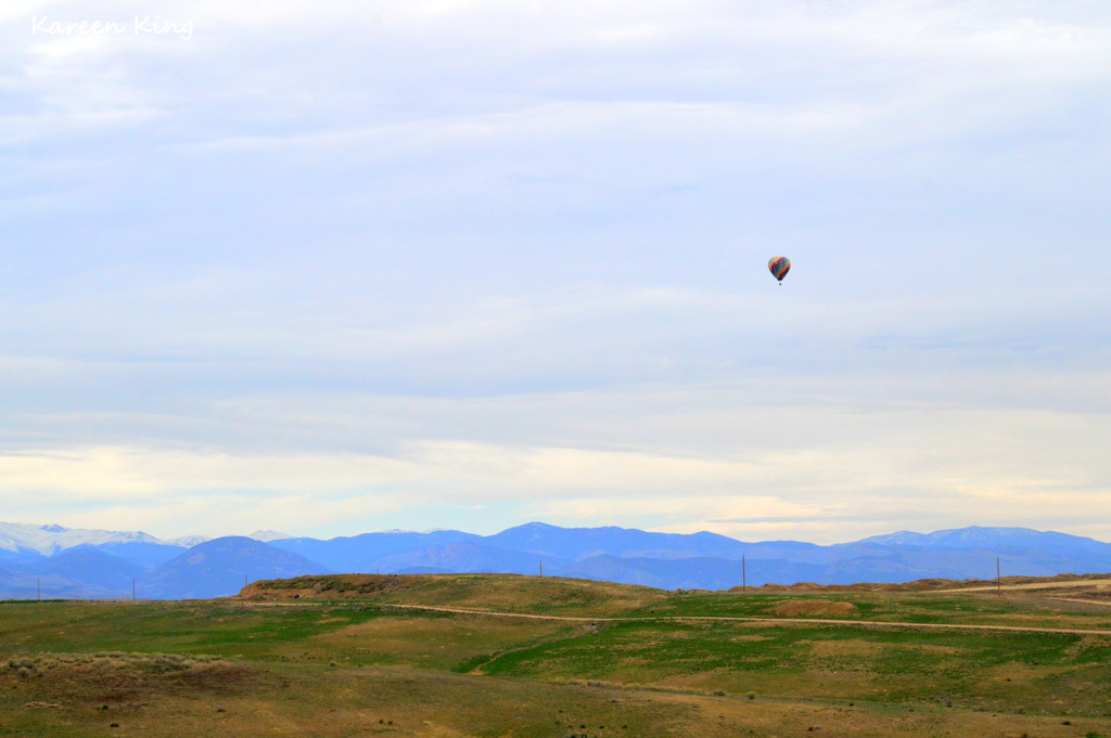 Balloon Ride over the Mountains by kareenking