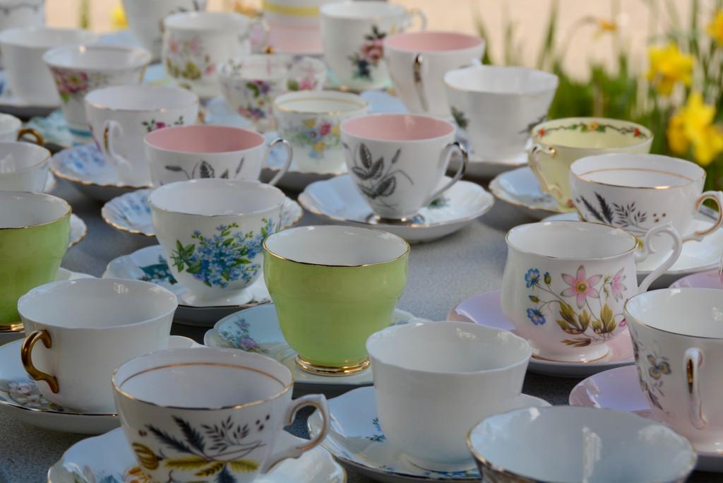 Vintage teacups by mandapanda1971
