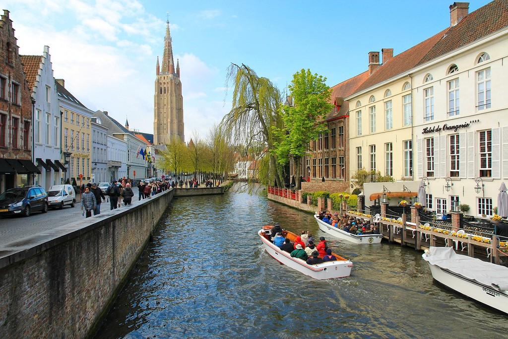 Bruges canal cruise by leggzy