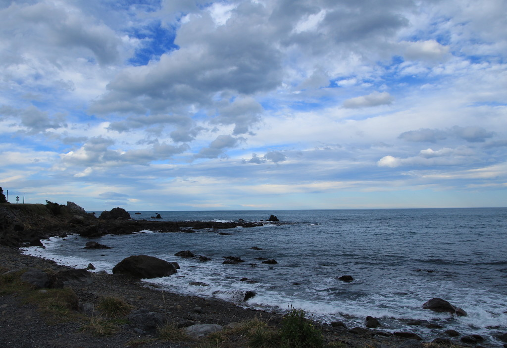 Stormy seas by kiwinanna