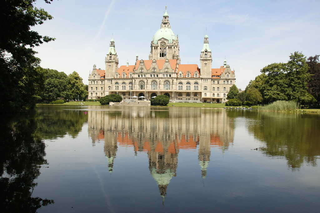 Hannover reflections  by bizziebeeme