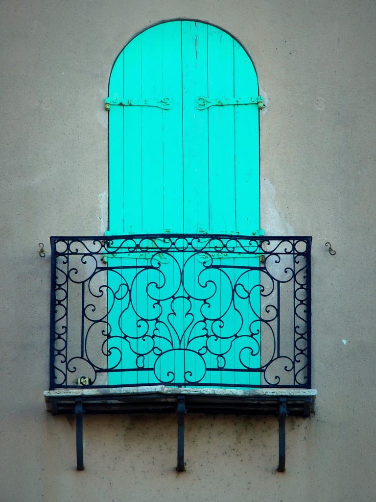 The blue door by laroque