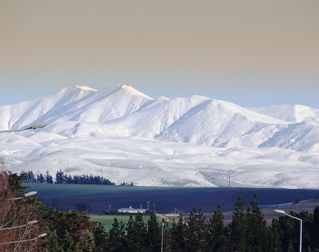 Snowy Mountains by maggiemae