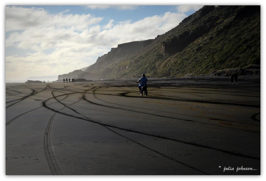 Tracks ... by julzmaioro