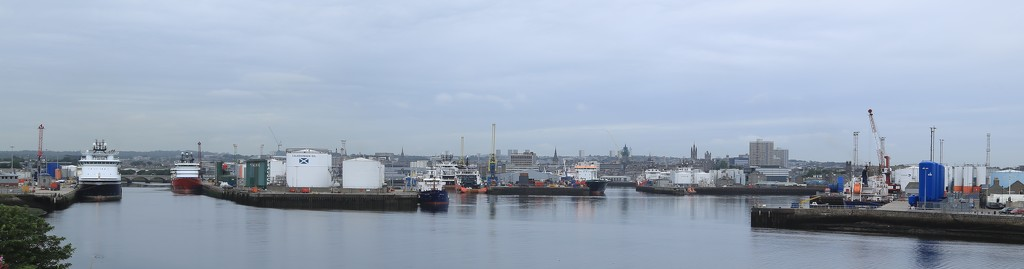Aberdeen Harbour by lifeat60degrees