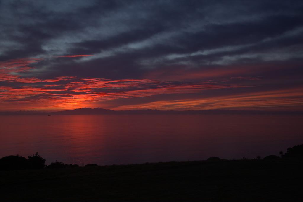 Sunrise on Tiri by dide