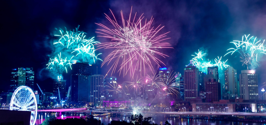 Riverfire - on the Brisbane River by hrs
