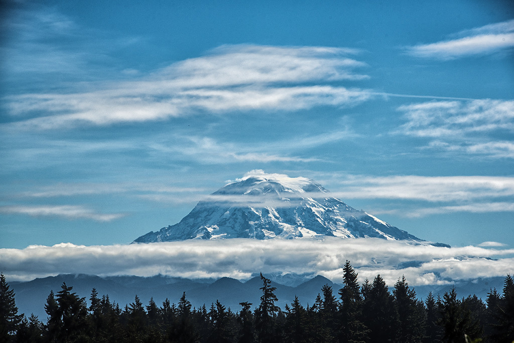 Sept25_2016_Rainier_with_clouds_and_cap_365 by trinda