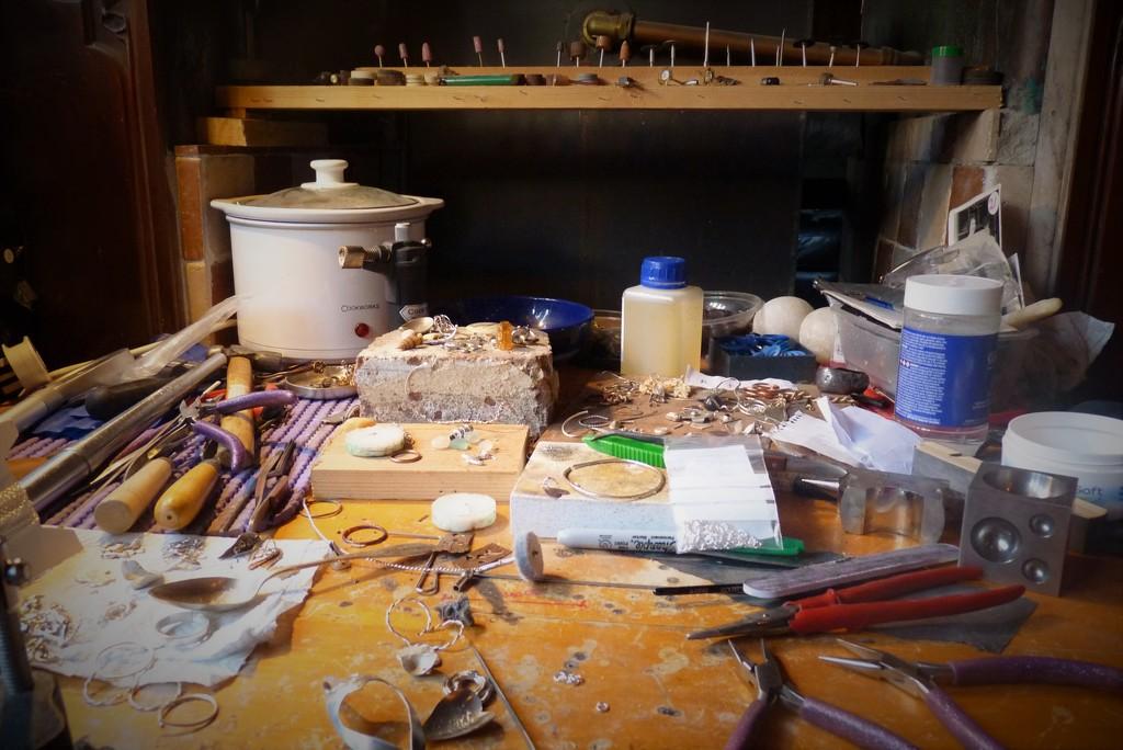 Work bench by rubyshepherd