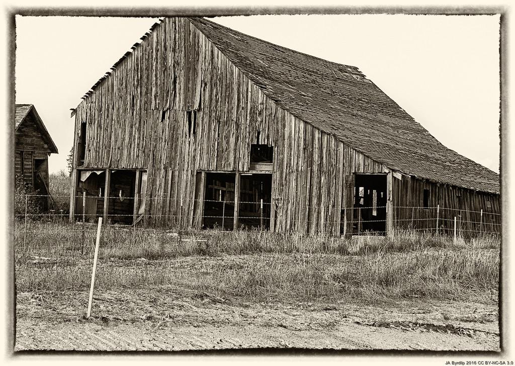 Barn By Side of Road by byrdlip