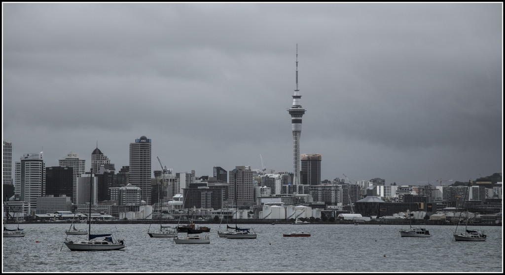 Grey day in the big smoke by dide