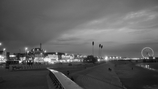 Blackpool at night by happypat