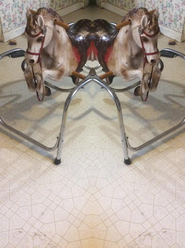 Mirror image by pandorasecho