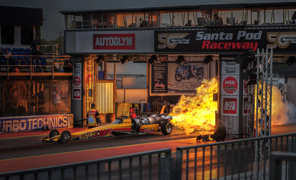 'Flame & Thunder' at Santa Pod by lupus
