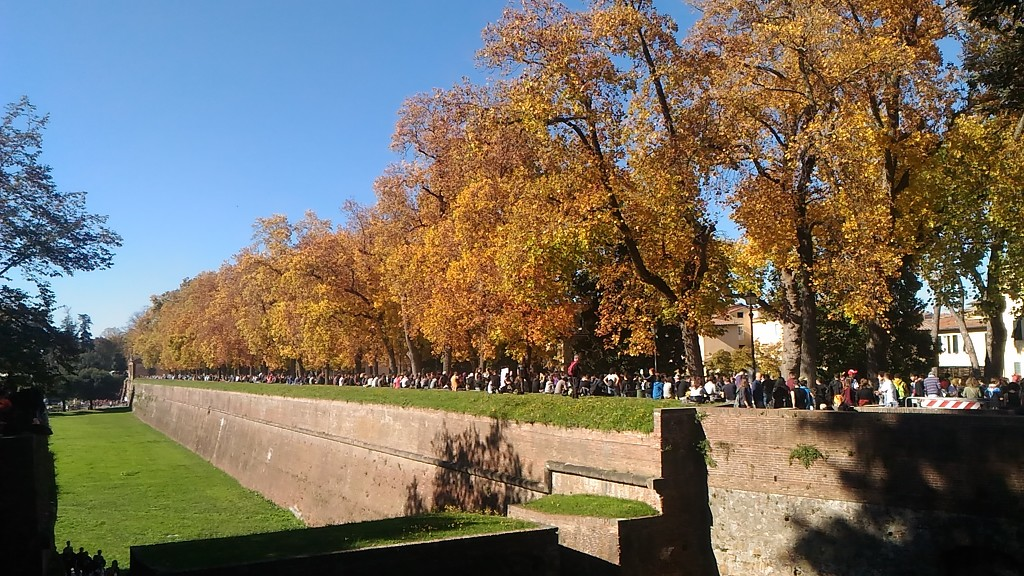 Lucca 3 - The walls by frappa77