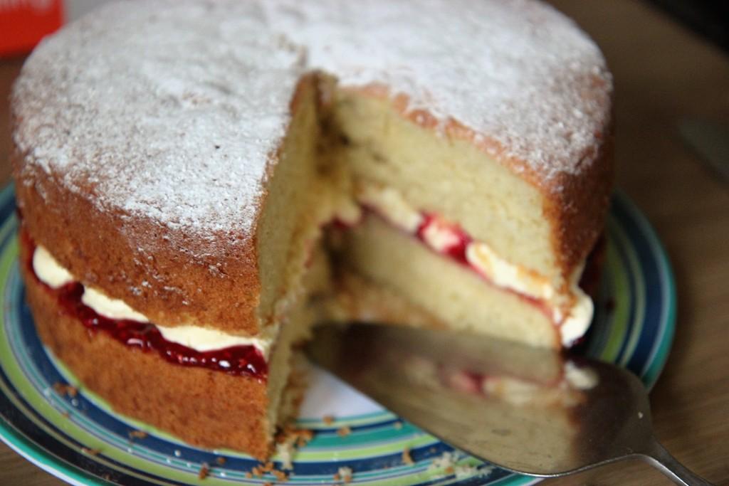 Victoria Sponge Cake by cookingkaren