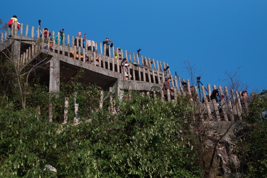 Guilin Photographers on Mountainside by jyokota