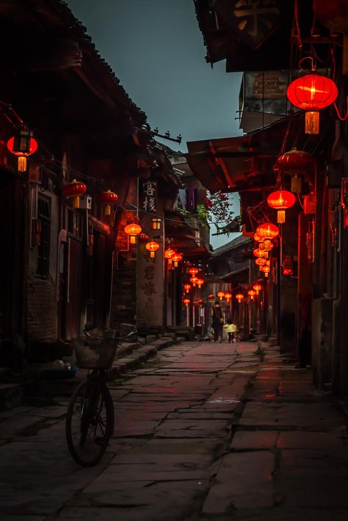 Walking down the lantern alley by jyokota
