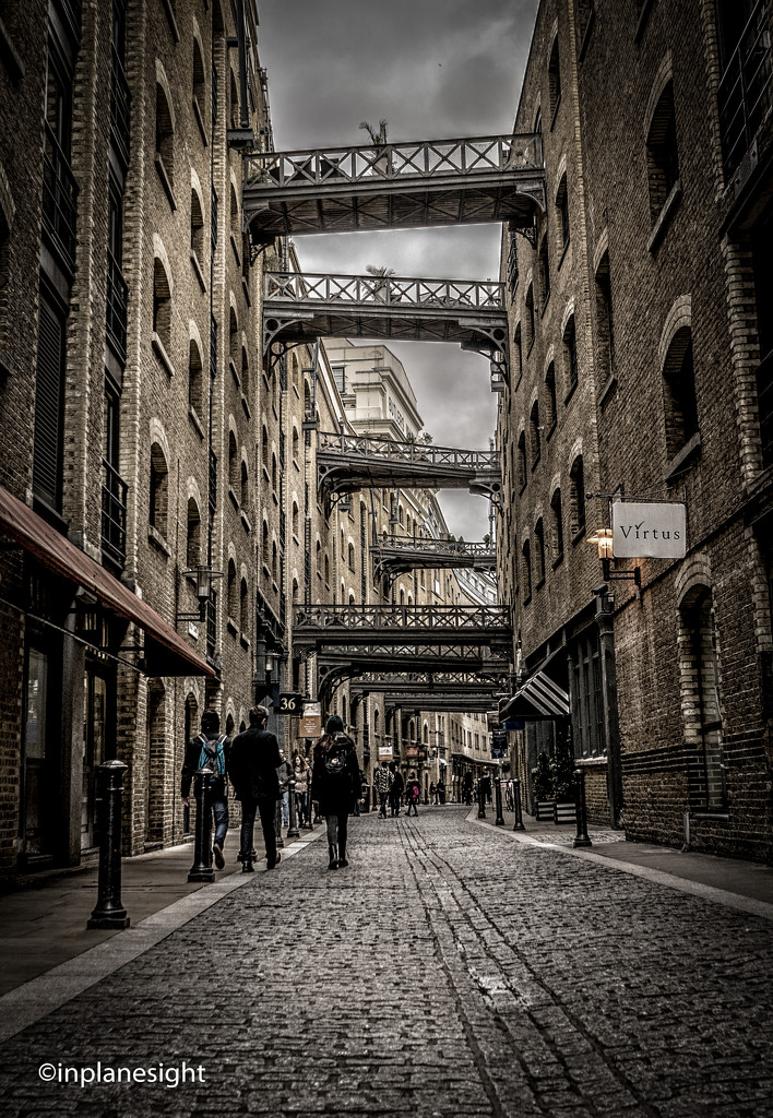 Shad Thames, Butlers Wharf - today by pasttheirprime