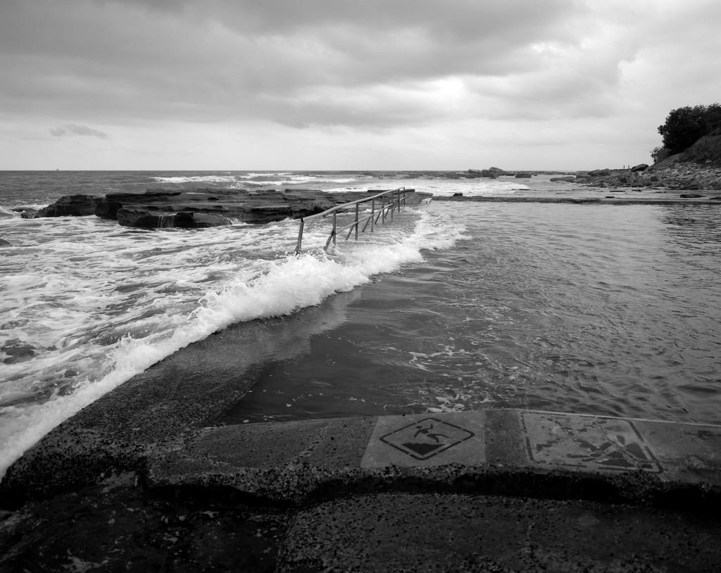 Incoming tide by peterdegraaff