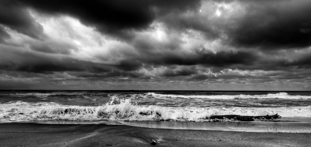 obligatory seascape posted by a man who has been travelling and did not have time for anything else. by graemestevens