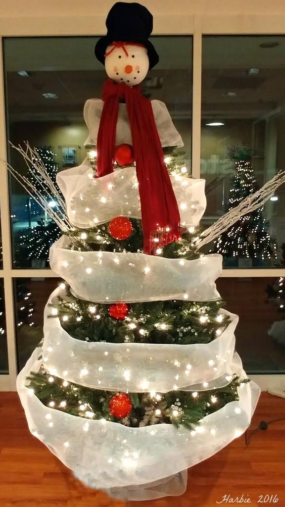Snowman Tree by harbie