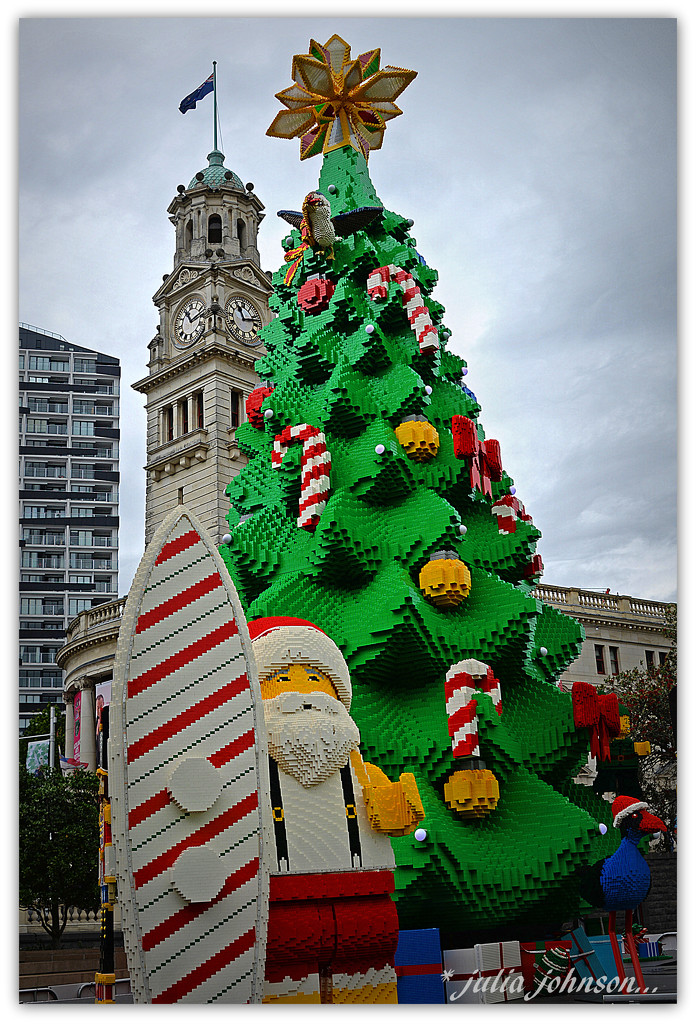 Lego Christmas Tree.. by julzmaioro