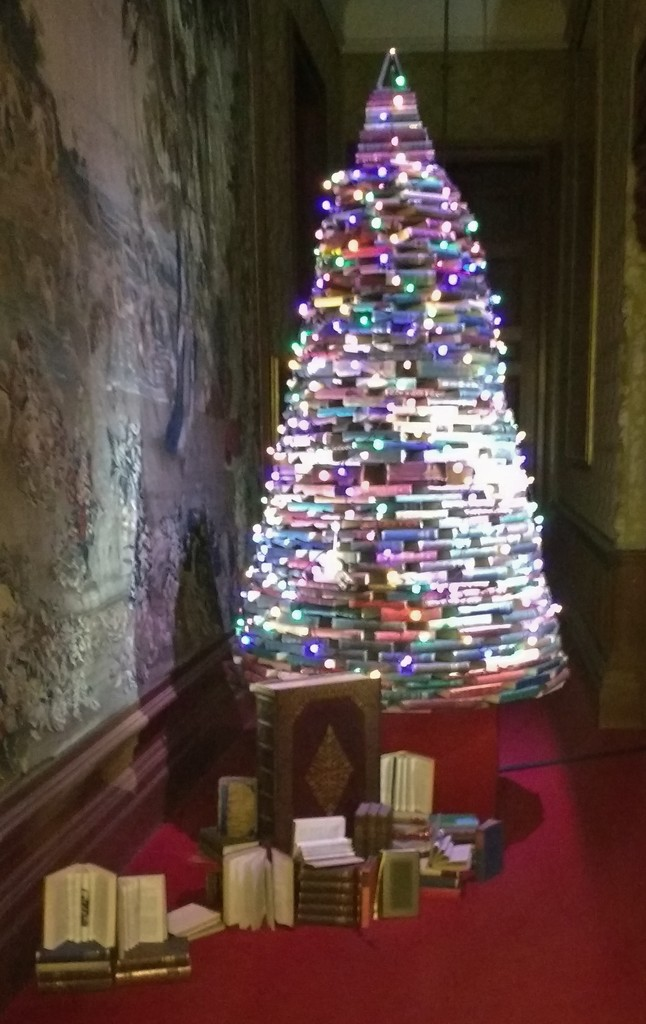 Christmas Tree made of books by jennywren