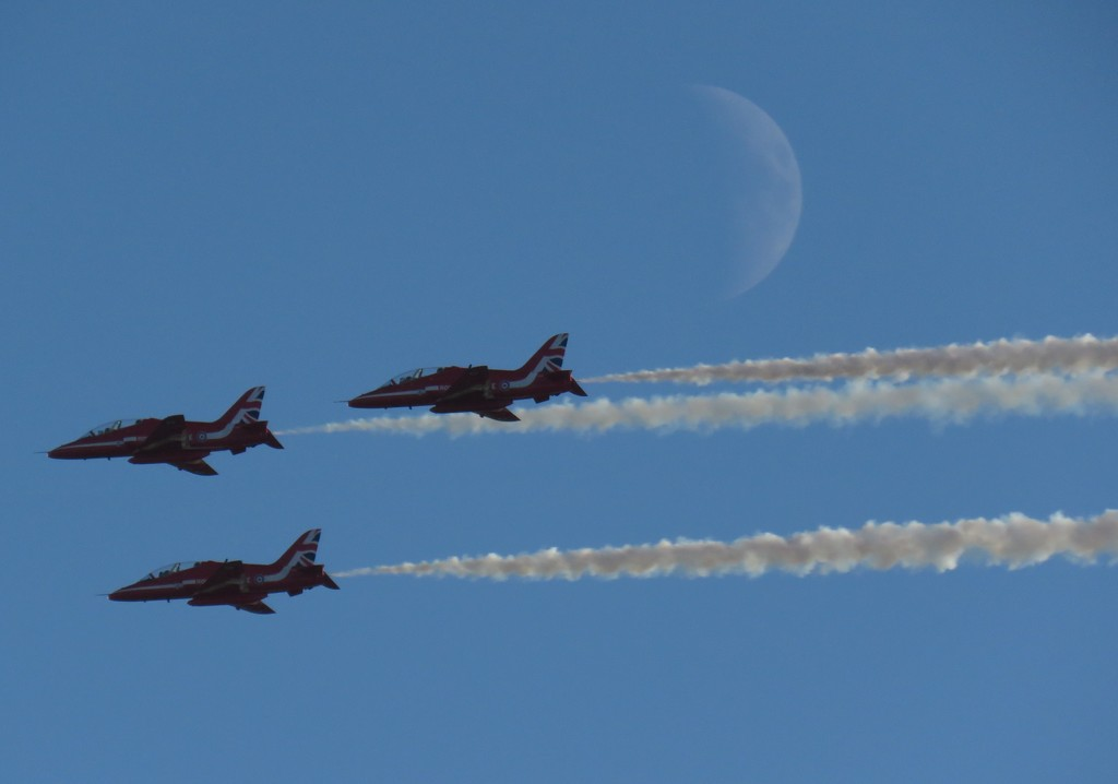 Red Arrows & The Moon by phil_sandford