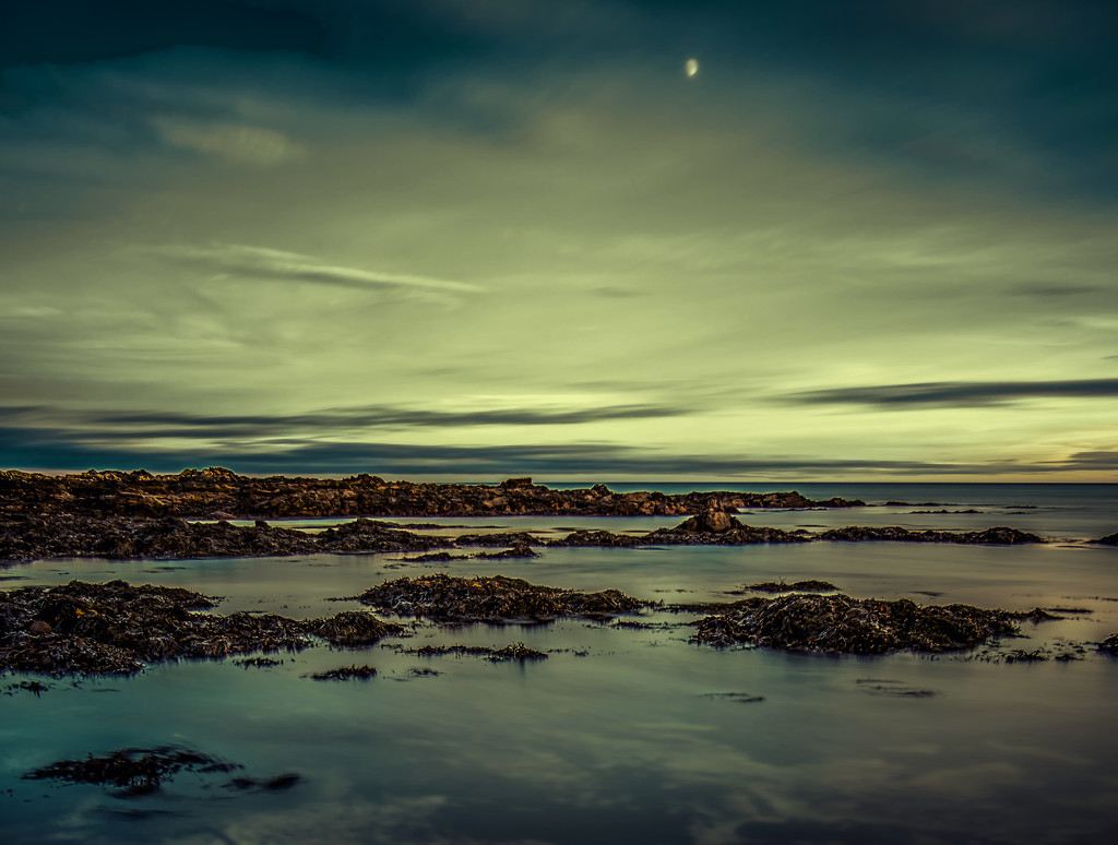 the moon and the sea  by ingrid2101