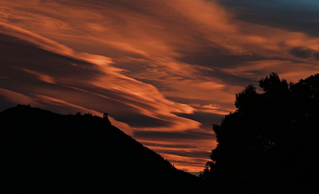 Fiery sky by kiwinanna