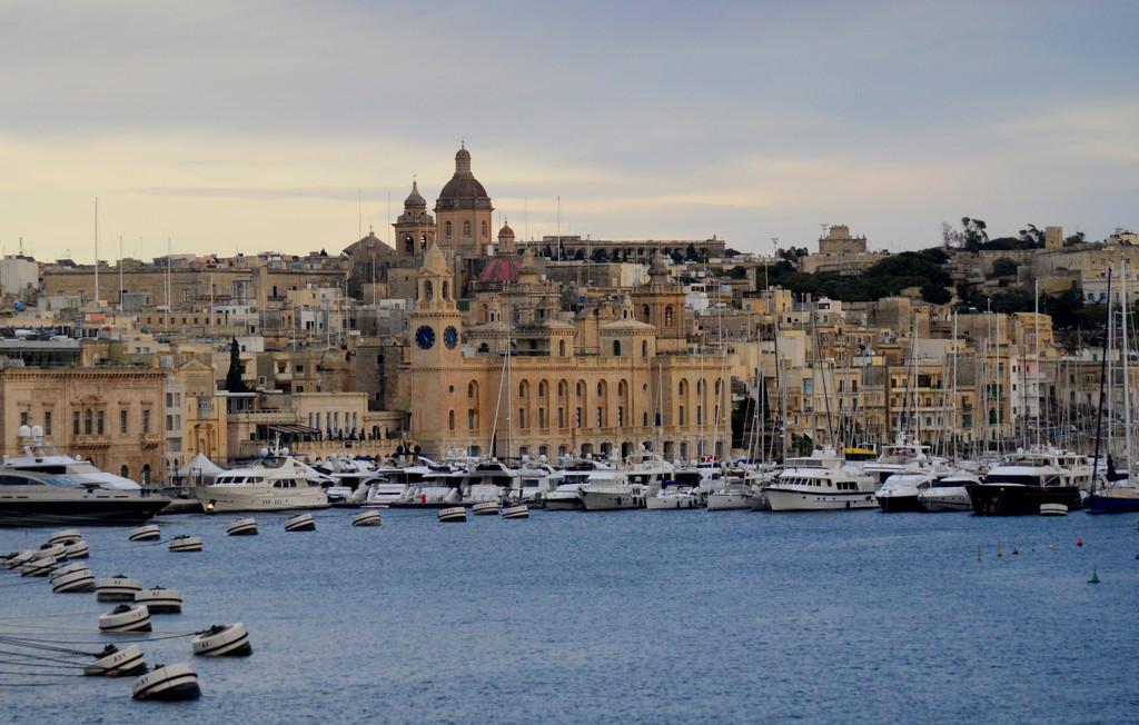 Palermo, Italy by kareenking