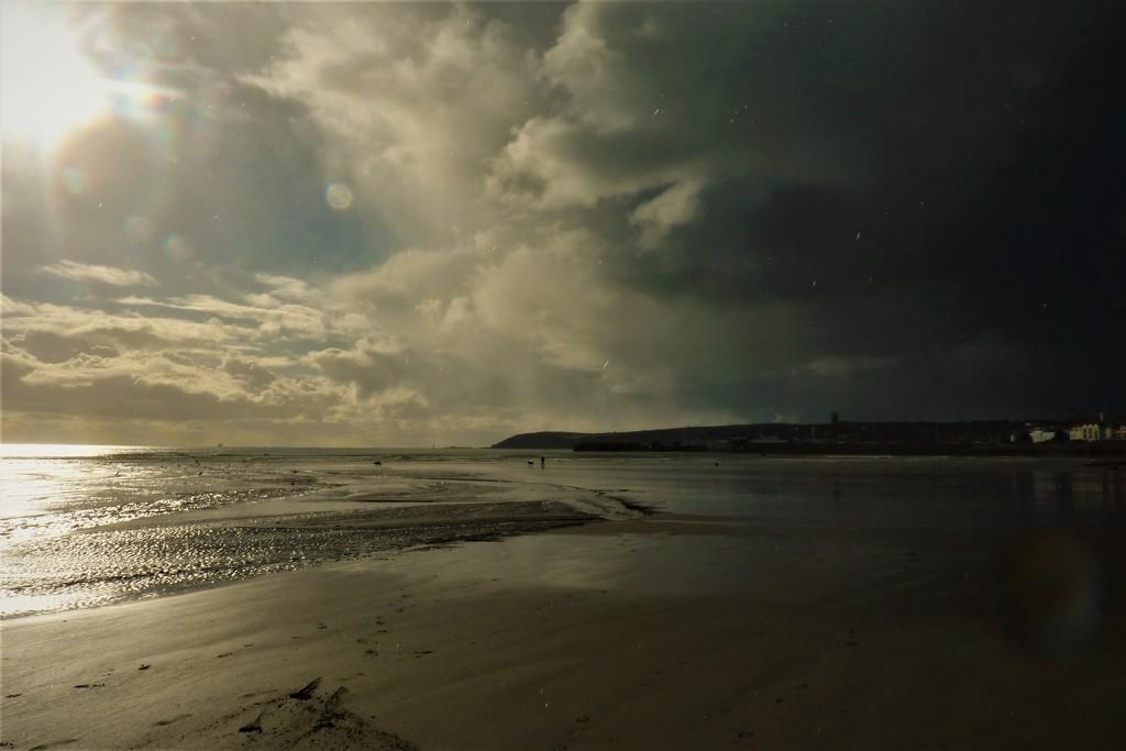 Hail storm approaching by rubyshepherd