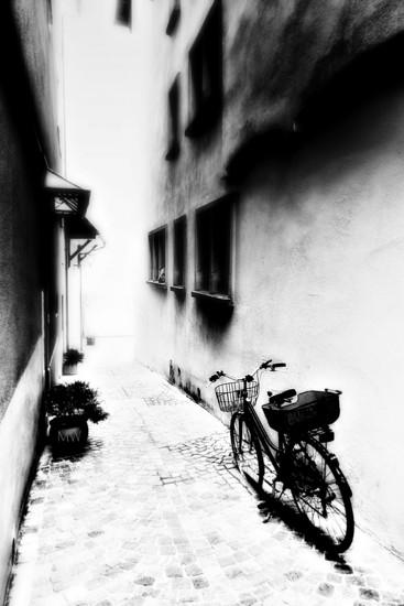 2017-02-02 narrow alley by mona65