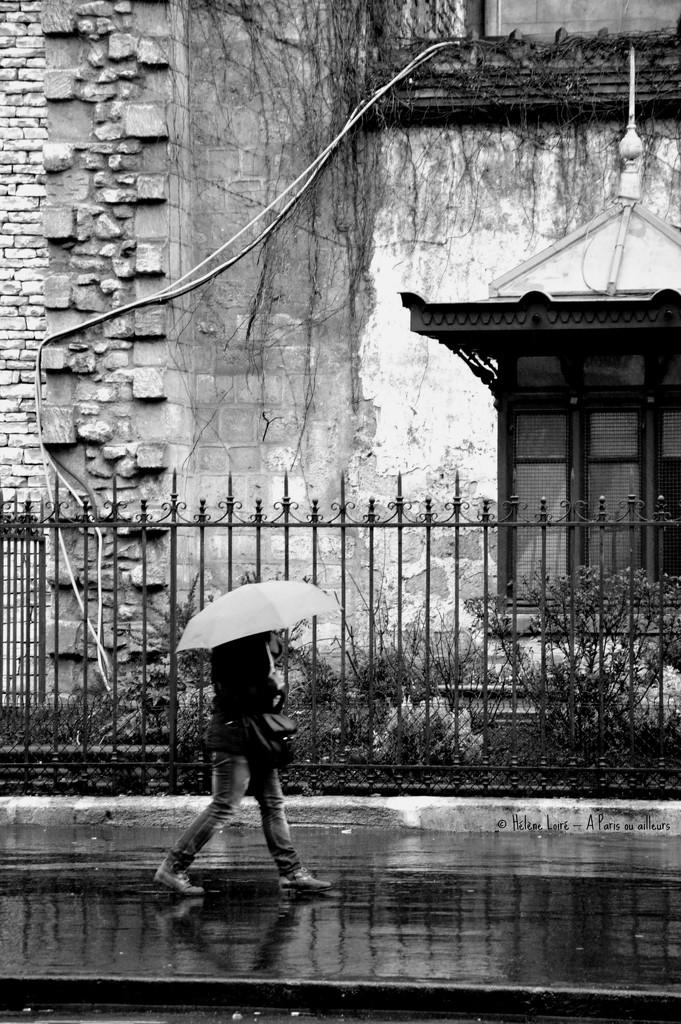 walking under the rain by parisouailleurs