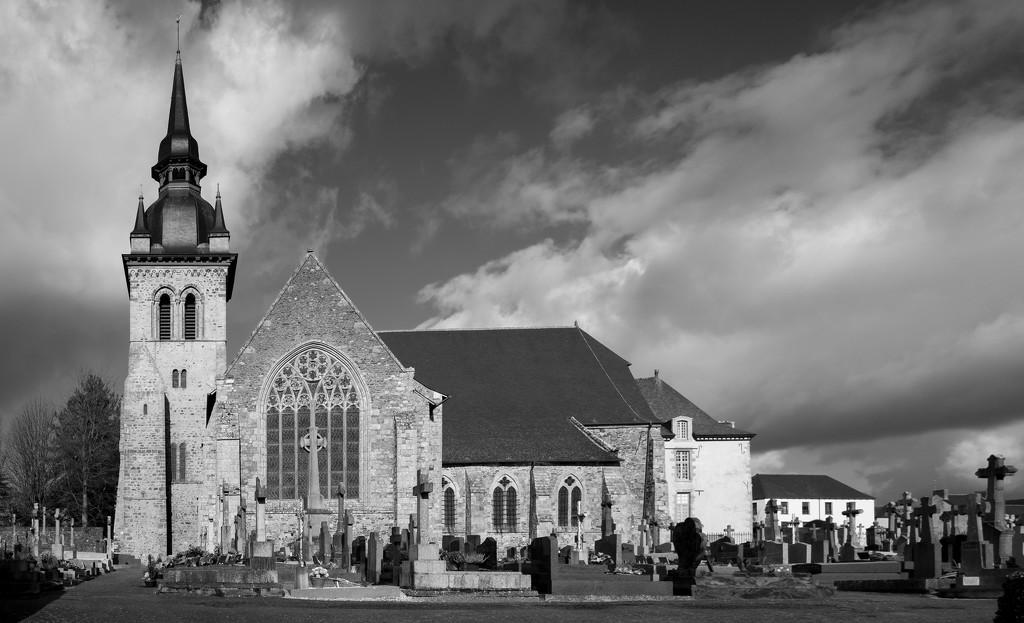 PLAY February - Fuji 18mm f/2: Abbaye de St Méen by vignouse
