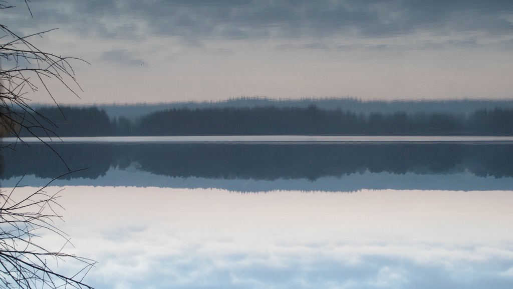 Paimpont Lake by s4sayer