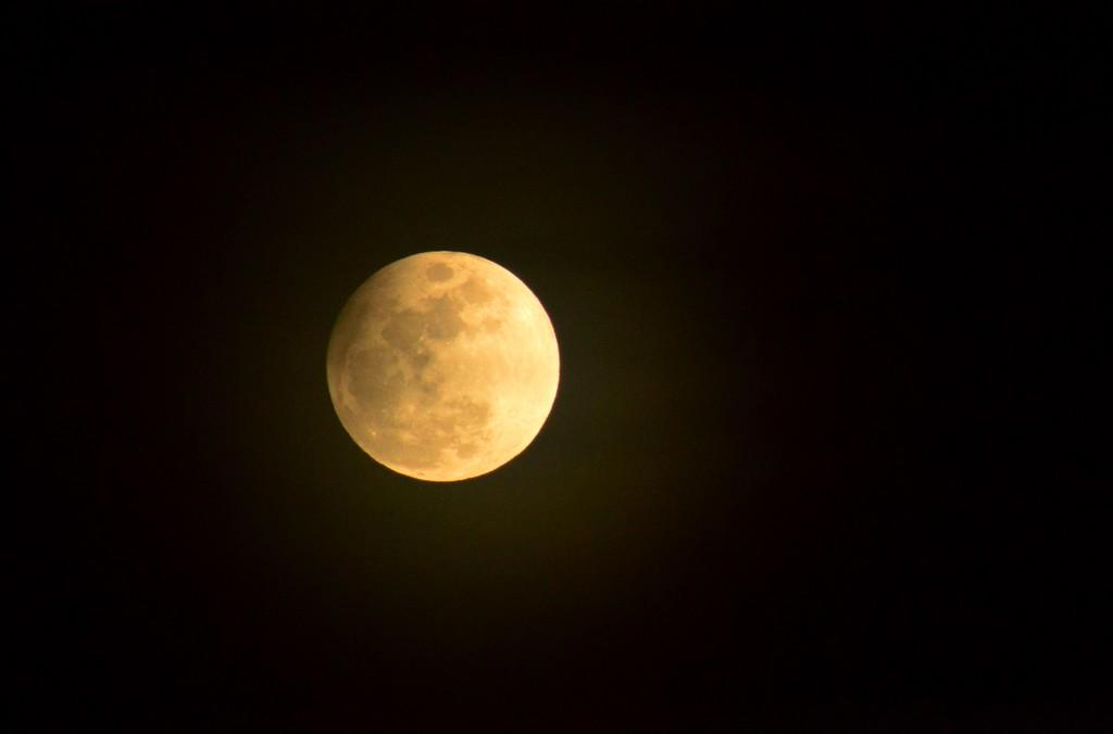 Moon Halo by kareenking
