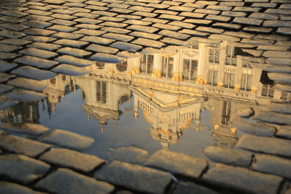 Reflections in Brussels by bizziebeeme