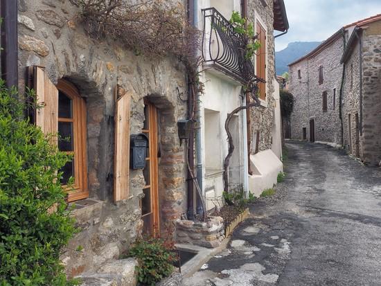 Rue du Neulos, Laroque des Albères by laroque