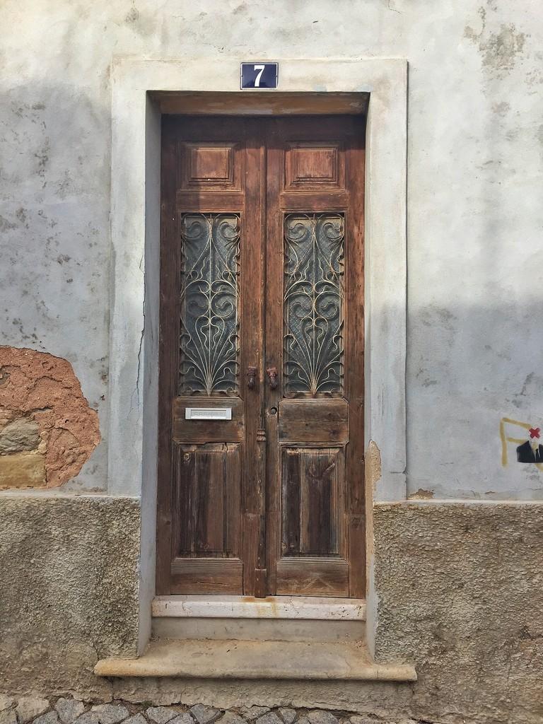 Hearts on door.  by cocobella