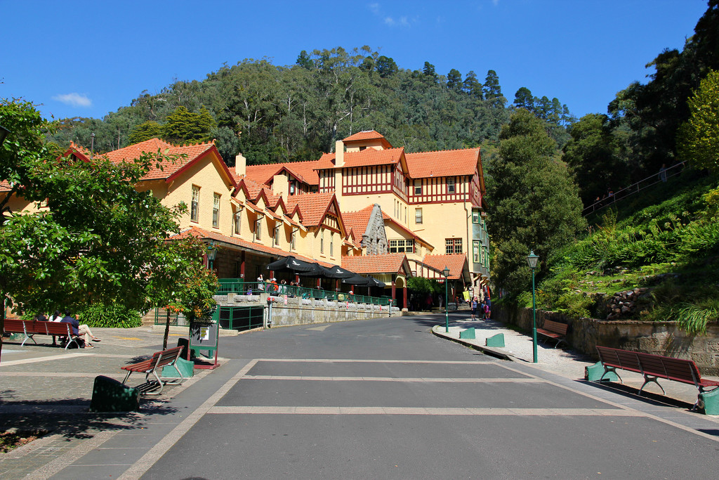 Jenolan Caves House by leggzy