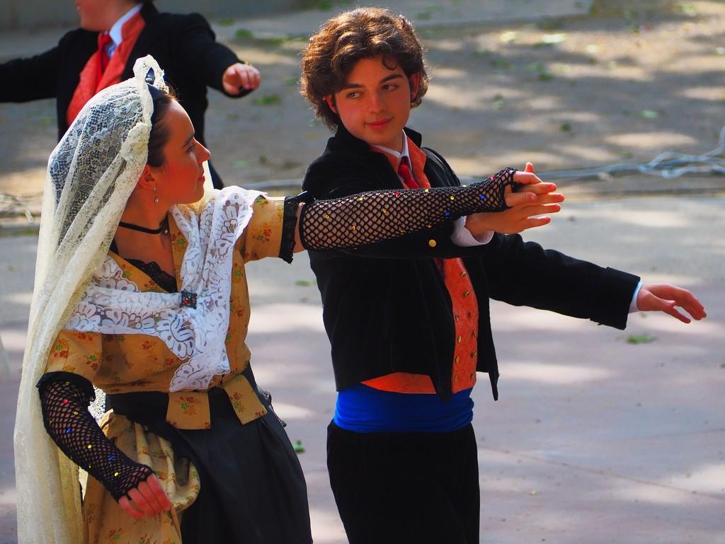 Danseuses traditionelles catalanes by laroque