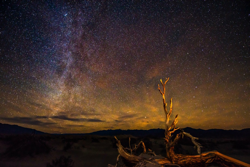Milky Way in Death Valley by taffy