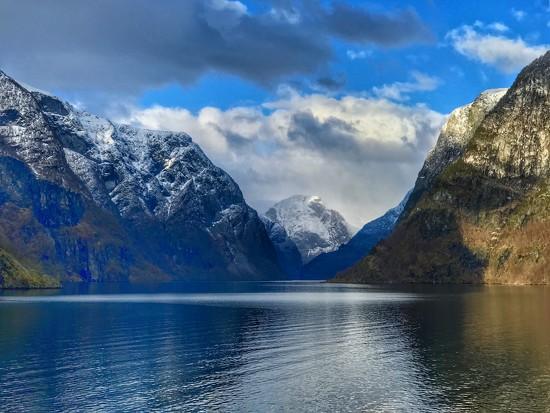 Norwegian landscape. by darrenboyj