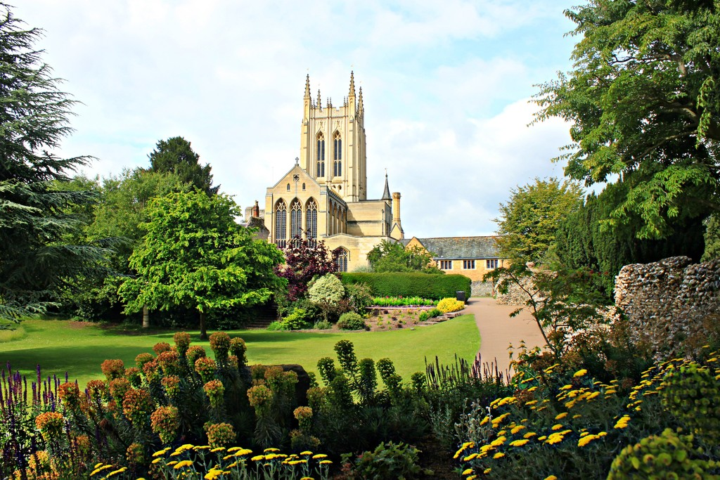St Edmundsbury Cathedral by kimcrisp