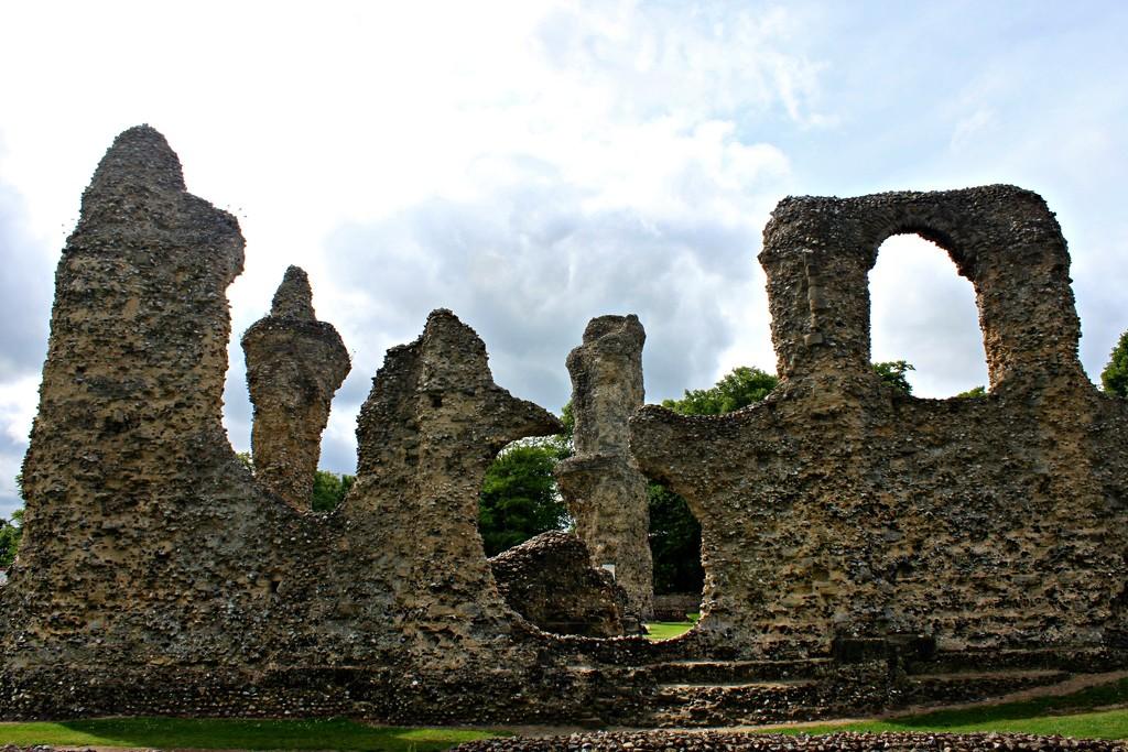 St Edmunds Abbey by kimcrisp