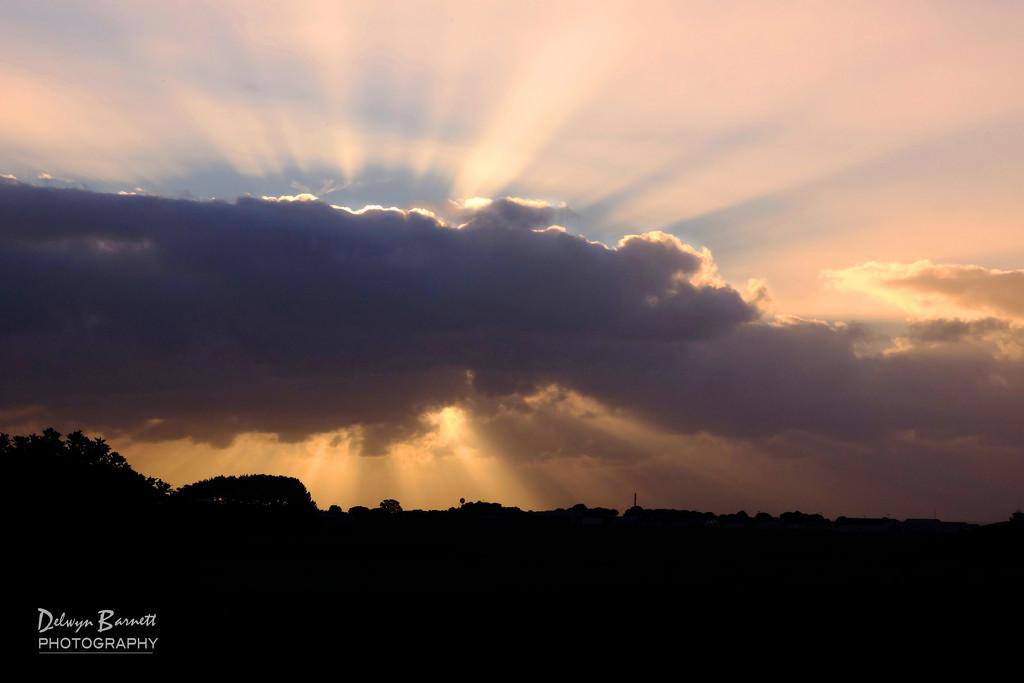 Late afternoon sun rays by dkbarnett