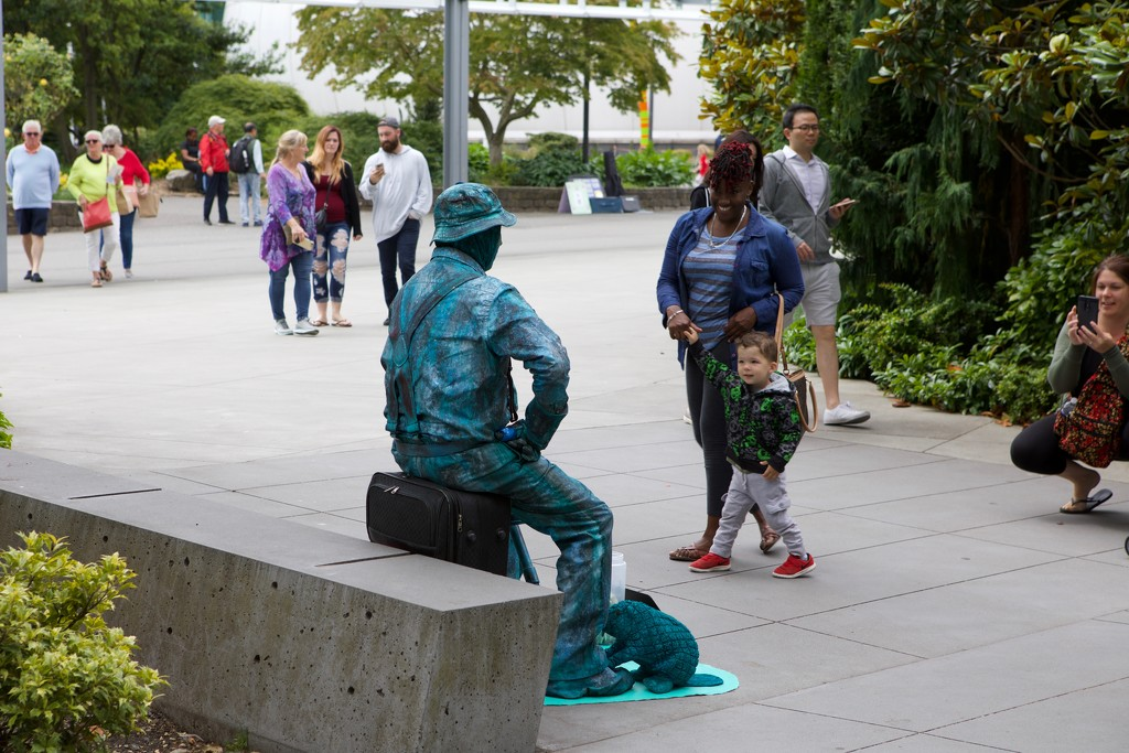 Summer is here and the human statues are out! by seattle